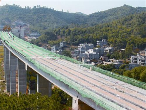 仔细询问了粤西区域高速公路规划和包茂项目工程建设存在的问题.